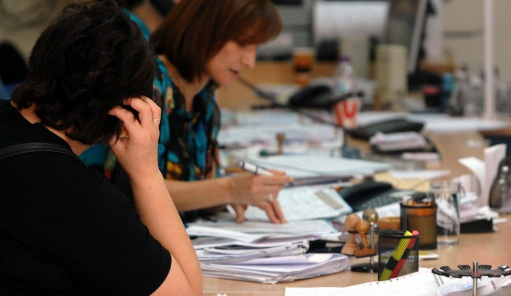 Δημόσιοι υπάλληλοι: «Ξεπαγώνει» η μισθολογική εξέλιξη με αυξήσεις στις αποδοχές τους   Pagenews.gr