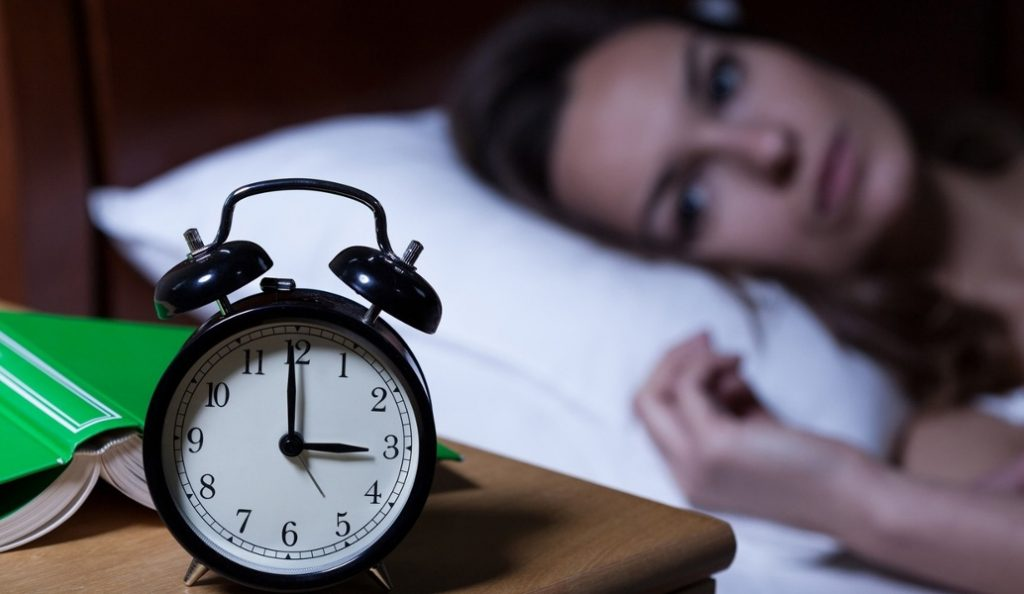 Αϋπνία: 5 σνάκ που θα σε βοηθήσουν να την καταπολεμήσεις | Pagenews.gr