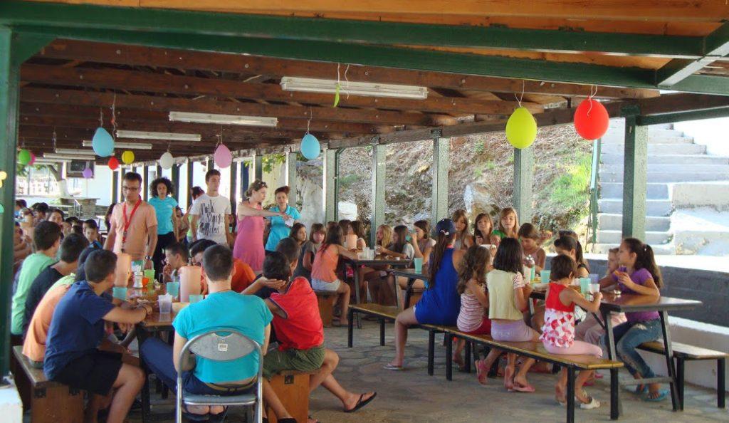 ΟΑΕΔ: Αρχίζουν από σήμερα οι αιτήσεις για τις παιδικές κατασκηνώσεις | Pagenews.gr