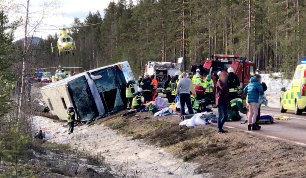 Αιματηρό τροχαίο με μαθητές στη Σουηδία – Τρεις νεκροί | Pagenews.gr