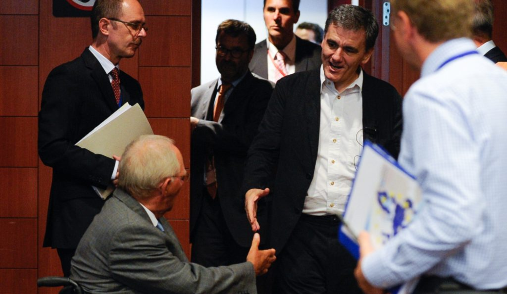 'Ετσι επιστρέφουν οι θεσμοί στην Αθήνα: Συμφωνία για περικοπές 1% του ΑΕΠ το 2019 και 1% το 2020 | Pagenews.gr