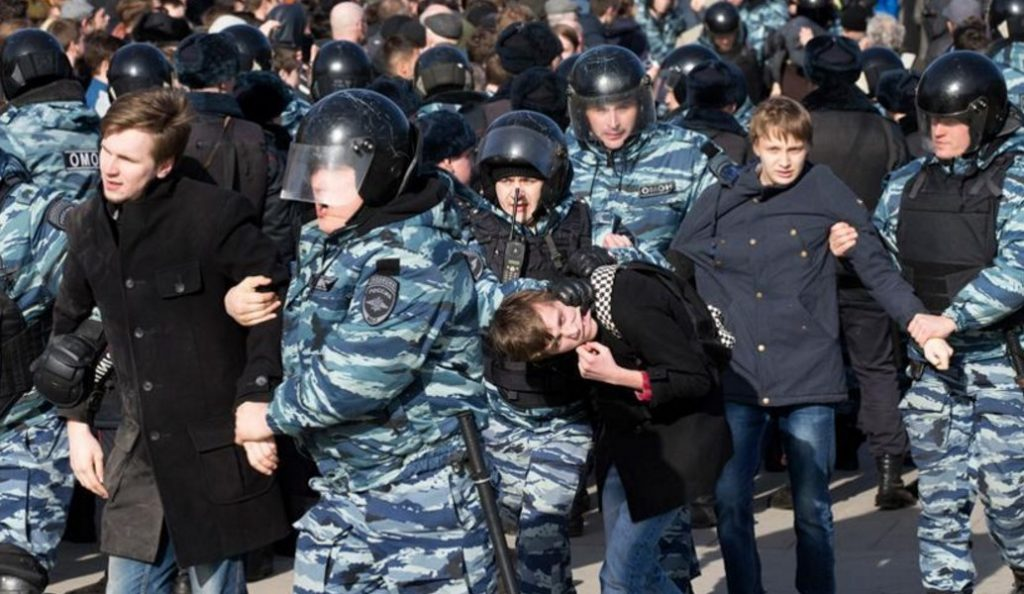 Δεκάδες συλλήψεις κατά τη διάρκεια διαδήλωσης στην Ρωσία | Pagenews.gr