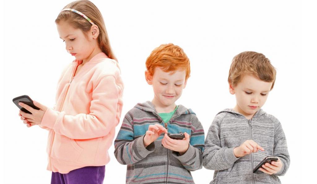Απαγορεύονται τα κινητά τηλέφωνα σε παιδιά κάτω των 12 ετών | Pagenews.gr