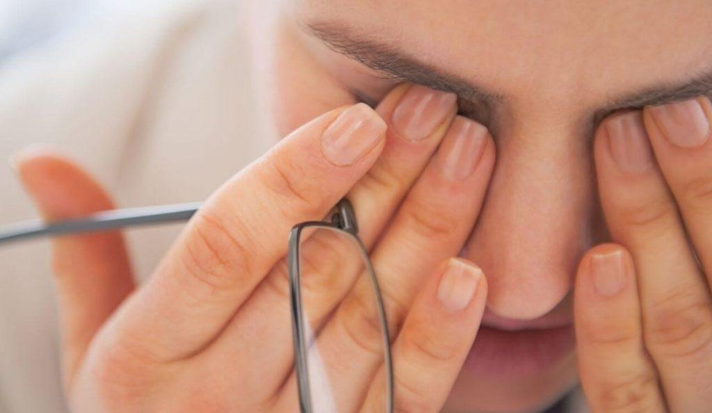 Χαλαρώστε τα μάτια σας με πέντε απλές κινήσεις   Pagenews.gr