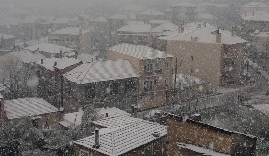Απριλιάτικα χιόνια στο Καρπενήσι (pic & vids)   Pagenews.gr