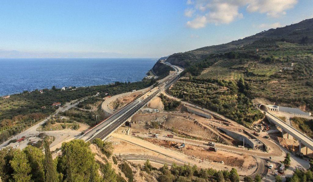Ολυμπία Οδός: Έκλεισε τούνελ εξαιτίας μιας… βάρκας | Pagenews.gr