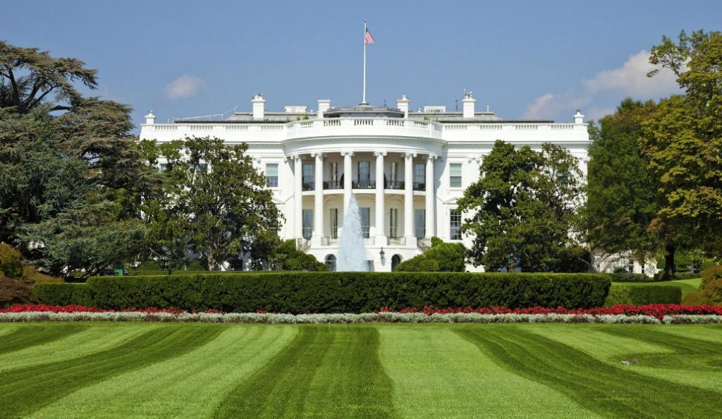 Συναγερμός στις ΗΠΑ: Ύποπτο αντικείμενο έξω από τον Λευκό Οίκο | Pagenews.gr