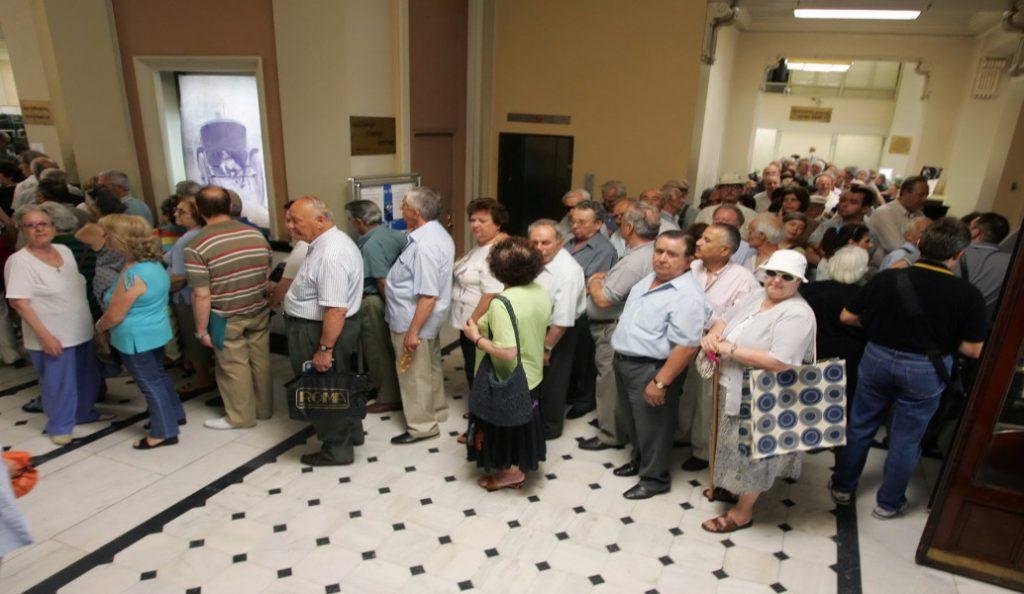 Περαιτέρω μειώσεις στις συντάξεις σε όσους συνεχίσουν να εργάζονται | Pagenews.gr
