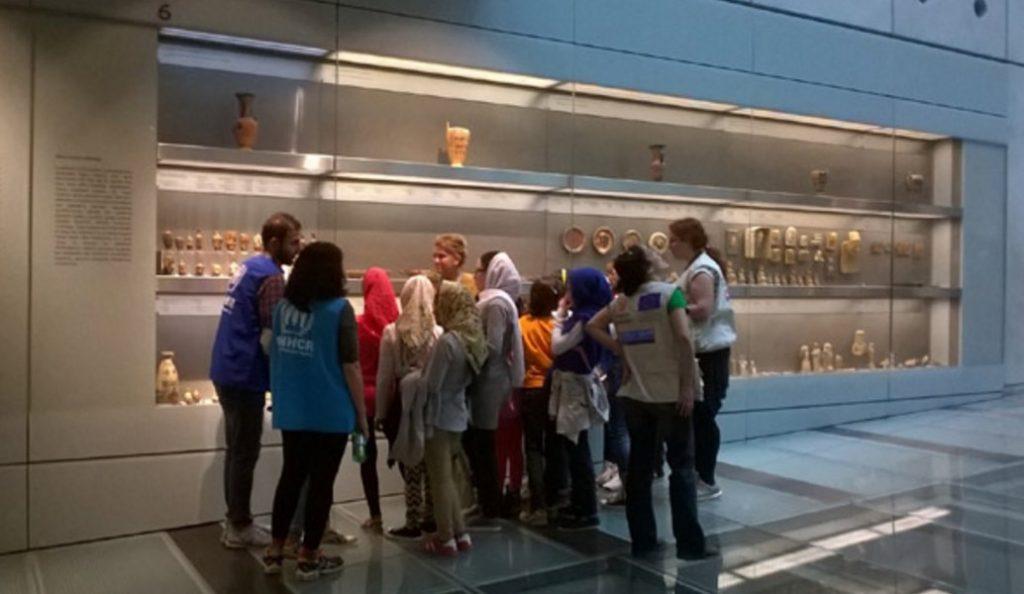 Προσφυγόπουλα στο Μουσείο της Ακρόπολης | Pagenews.gr