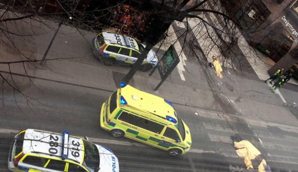Στοκχόλμη: Φορτηγό έπεσε πάνω σε πλήθος – Τουλάχιστον δύο νεκροί και πολλοί τραυματίες (pics & vids)   Pagenews.gr