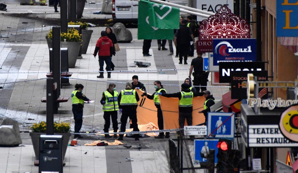 «Παγωμένη» η Ευρώπη από την επίθεση στην Στοκχόλμη (pics & vids) | Pagenews.gr
