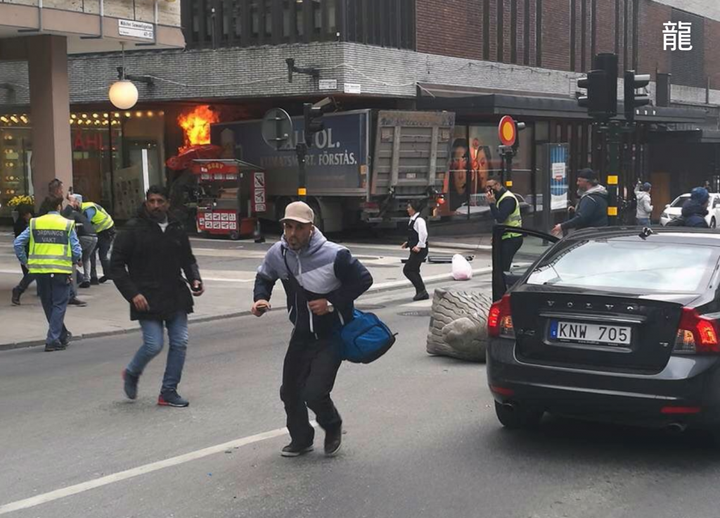 Βίντεο από την επίθεση στη Στοκχόλμη: Τρέχει πανικόβλητος ο κόσμος | Pagenews.gr