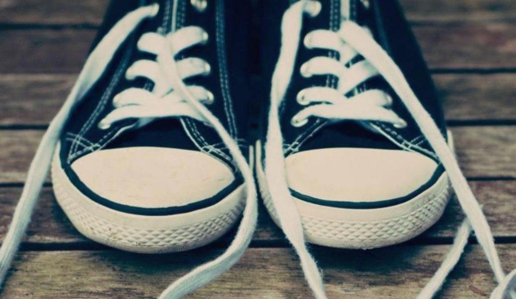 Ο λόγος που λύνονται συνέχεια τα κορδόνια σας – Και όχι δεν φταίτε εσείς | Pagenews.gr