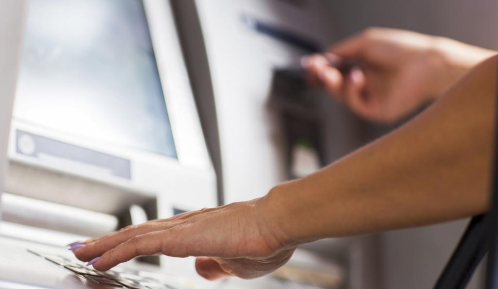Κατασχέσεις: Βάζει «χέρι» σε τραπεζικούς λογαριασμούς η εφορία | Pagenews.gr
