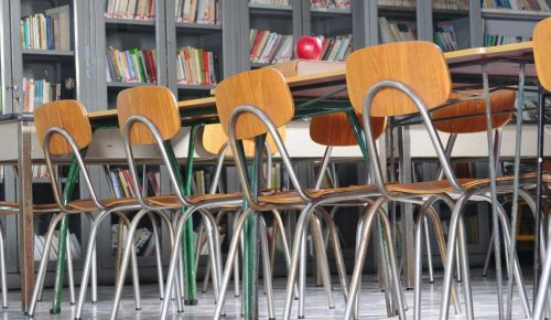 Σε αργία καθηγητής λυκείου για απίστευτα σεξουαλικά υπονοούμενα σε μαθητές | Pagenews.gr