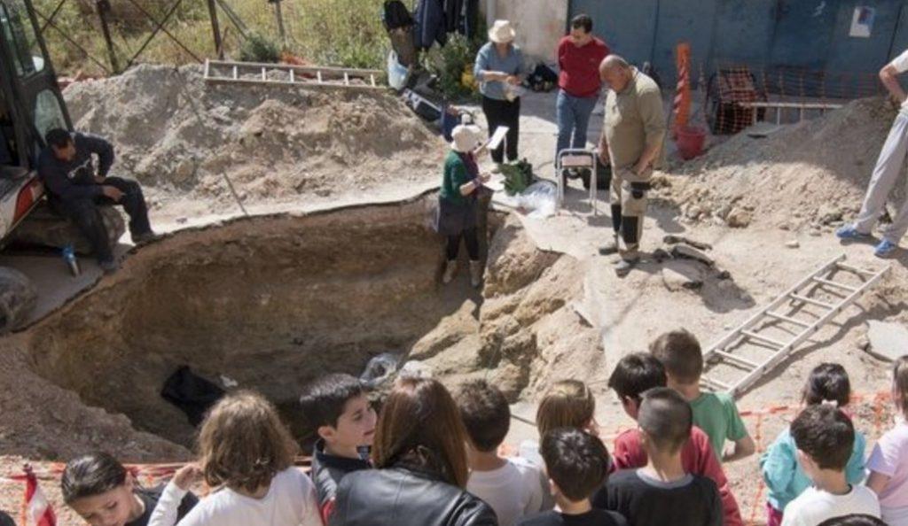 Ανακάλυψη κτερισμένου θαλαμωτού τάφου των ύστερων μυκηναϊκών χρόνων   Pagenews.gr