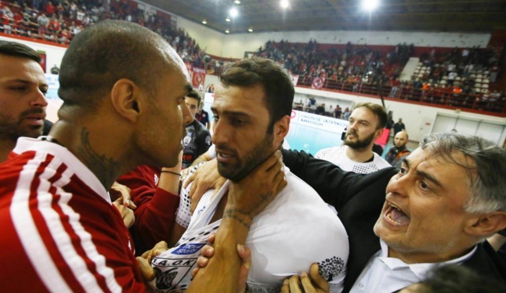 Έπιασε από τον λαιμό τον Ανδρεάδη ο Αγκάμεζ! | Pagenews.gr