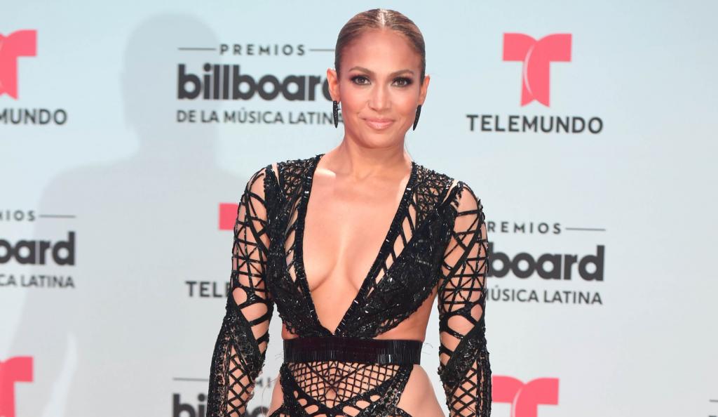Το άκρως αποκαλυπτικό φόρεμα της Jennifer Lopez (pics) | Pagenews.gr
