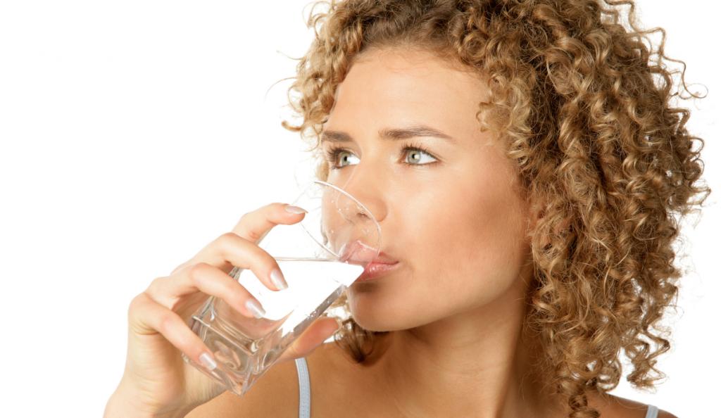 Επίμονη δίψα: Τι κινδύνους προμηνύει | Pagenews.gr