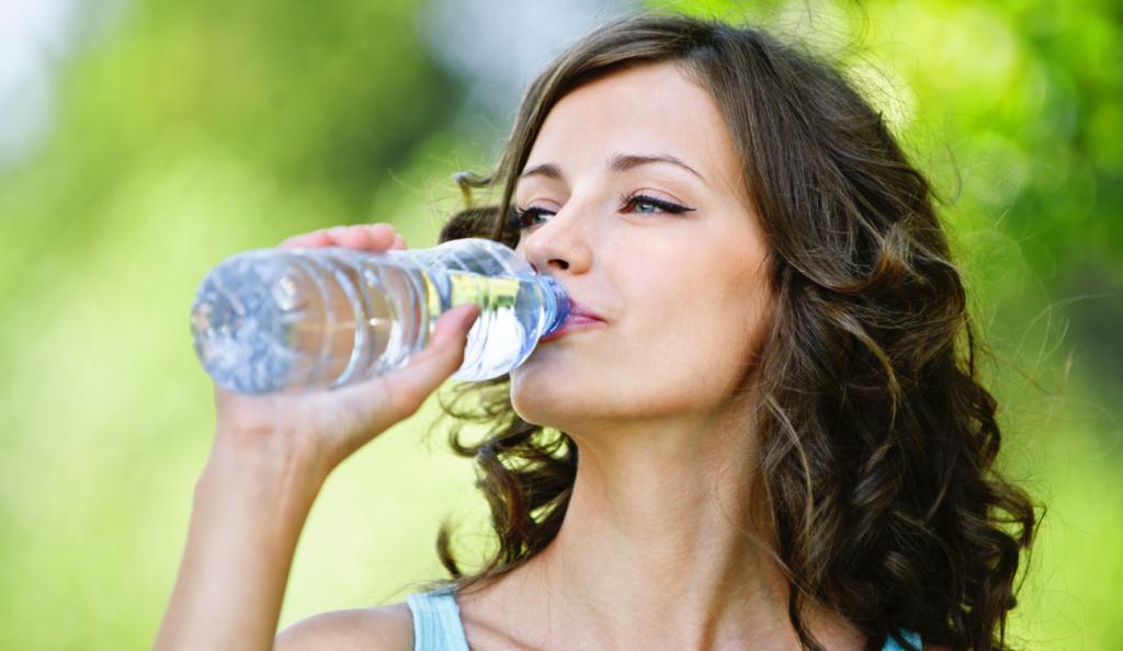 Πιες παγωμένο νερό και εκτόξευσε τον μεταβολισμό σου | Pagenews.gr