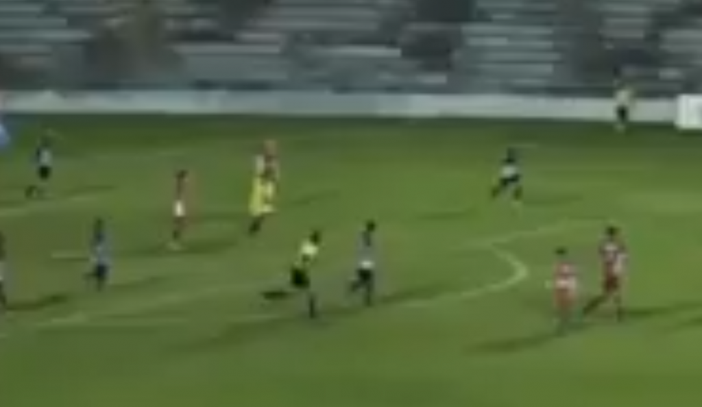 Απίστευτο γκολ τερματοφύλακα με βολέ! (vid) | Pagenews.gr