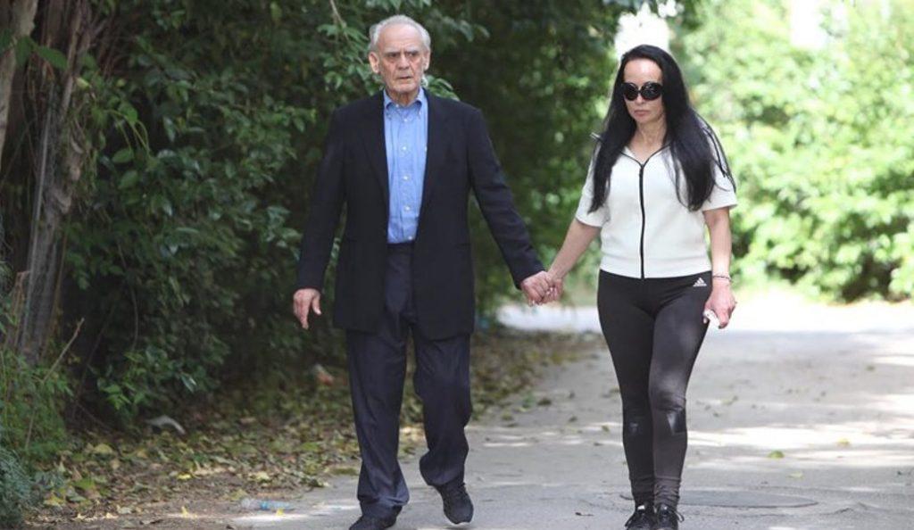 Ο Ακης πήγε το παιδί του στο σχολείο χέρι – χέρι με τη Σταμάτη (pic & vid)   Pagenews.gr