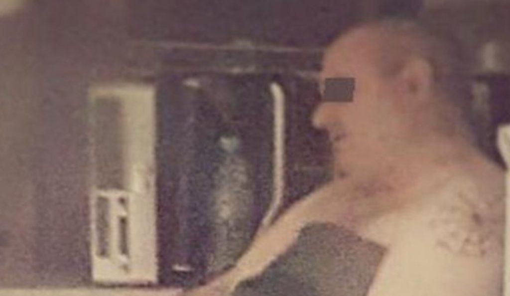 Η πρώτη φωτογραφία του 52χρονου που κακοποίησε τη φοιτήτρια μετά τη σύλληψή του | Pagenews.gr