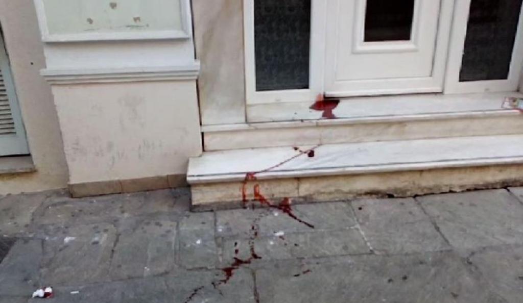 Αιματηρή συμπλοκή οπαδών του ΠΑΟΚ και της ΑΕΚ τα ξημερώματα στο κέντρο του Βόλου (pics) | Pagenews.gr