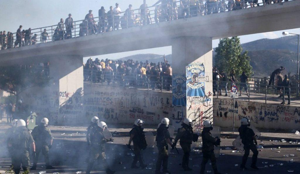 «Κόλαση» στο «Πανθεσσαλικό» – Ασύλληπτο ξύλο μεταξύ των οπαδών ΠΑΟΚ και ΑΕΚ! (pics & vids) | Pagenews.gr
