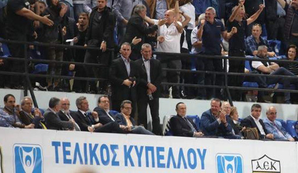 Φάμελος-Τριανταφυλλίδης και Λεβέντης δίπλα στον Σαββίδη στον τελικό   Pagenews.gr