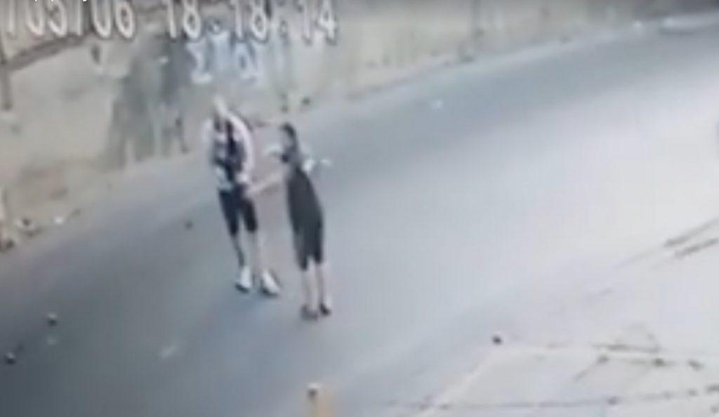 Οδηγός χτύπησε μηχανάκι κι εξαφανίστηκε (pics & vid) | Pagenews.gr