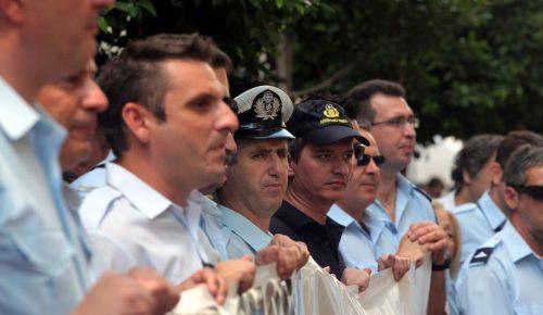 Ένταση στη διαμαρτυρία των ενστόλων – Επιχείρησαν να εισβάλλουν στη Βουλή   Pagenews.gr