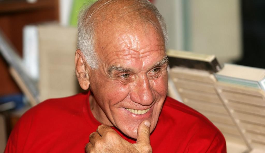 Ο Νίκος Αλέφαντος μιλάει και για τον Μαραντόνα (vid) | Pagenews.gr