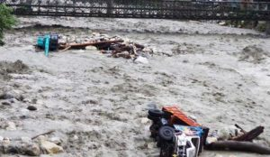 Ινδία: Ανείπωτη τραγωδία – Τουλάχιστον 67 νεκροί από τις πλημμύρες (vid) | Pagenews.gr