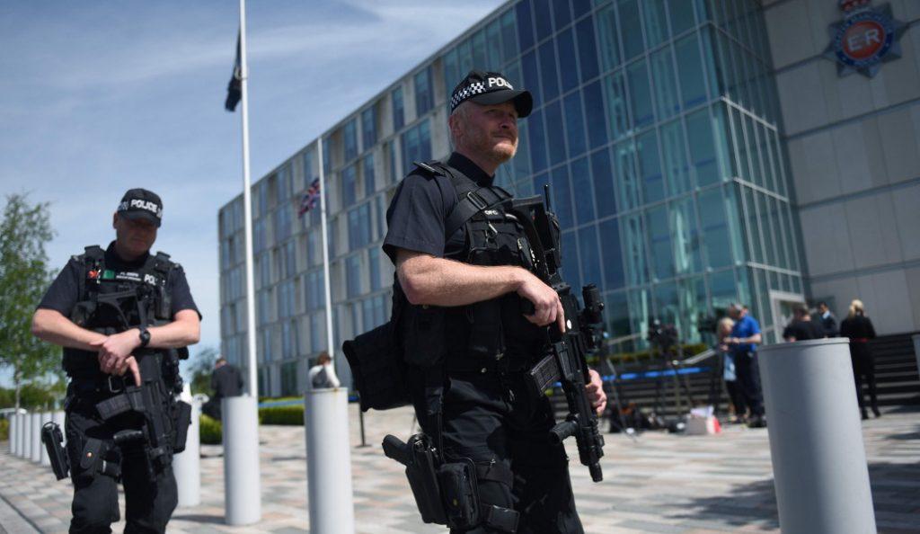 Βρετανία: Συνελήφθησαν δύο έφηβοι που είχαν κάνει 5 επιθέσεις με οξύ | Pagenews.gr