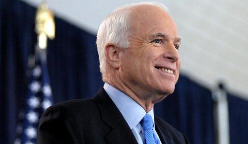 Τζον Μακέιν: Οι Αμερικανοί τον αποχαιρετούν – «Άφαντος» ο Τραμπ | Pagenews.gr