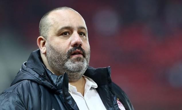 «Χοντρός» καυγάς Καραπαπά με άνθρωπο της ΑΕΚ   Pagenews.gr