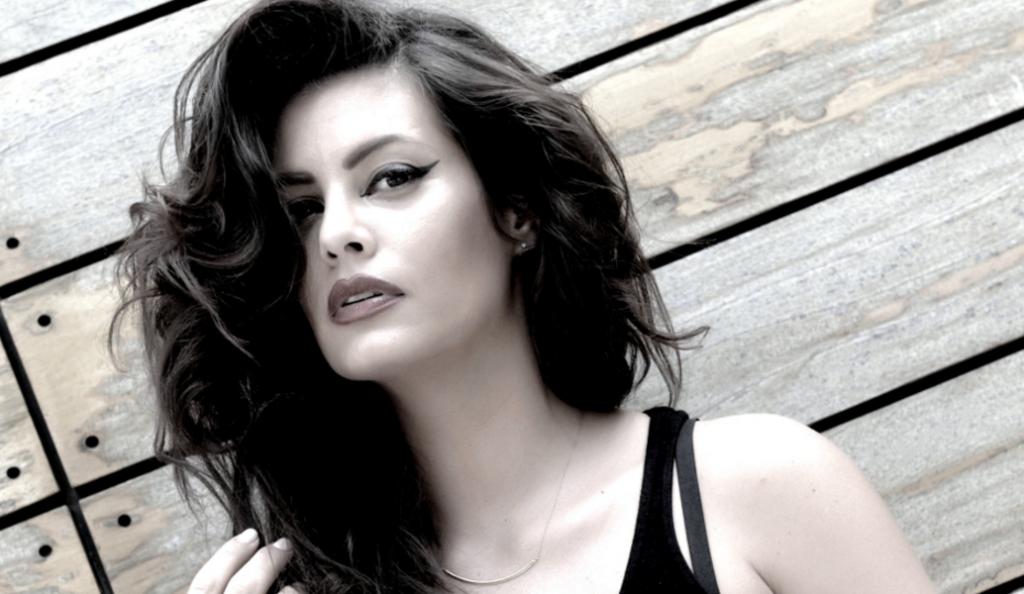 Μαρία Κορινθίου: Topless στην παράσταση «Γοργόνες και Μάγκες» – Με λίγα στρας στα επίμαχα σημεία (pics) | Pagenews.gr