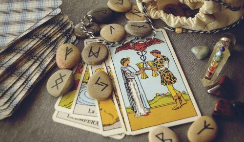 Ταρώ: Οι τρεις κάρτες που ορίζουν τον έρωτα, Τρίτη 18/09 | Pagenews.gr