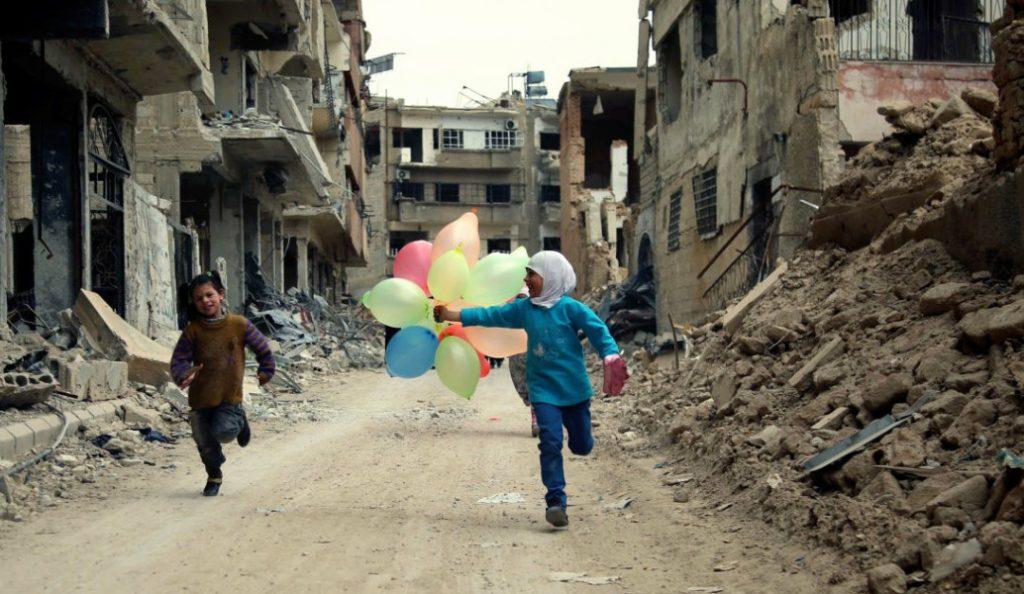Έκκληση από ΜΚΟ για επείγουσα ψυχολογική υποστήριξη των παιδιών που επέζησαν στη Ράκα | Pagenews.gr