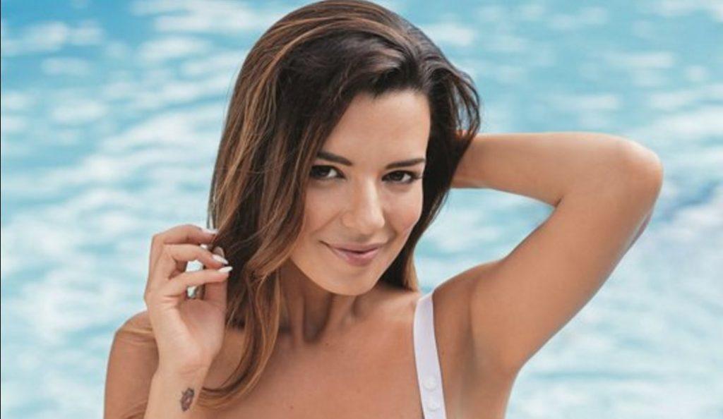 Νικολέττα Ράλλη: Βγαίνει από την πισίνα και μοιράζει εγκεφαλικά (pic)   Pagenews.gr