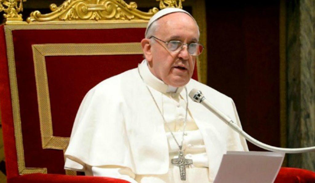 Πάπας Φραγκίσκος: «Πρέπει να υποβληθώ σε επέμβαση καταρράκτη» | Pagenews.gr