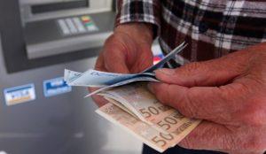 Συντάξεις και επιδόματα: Αναλυτικά οι ημερομηνίες των πληρωμών | Pagenews.gr