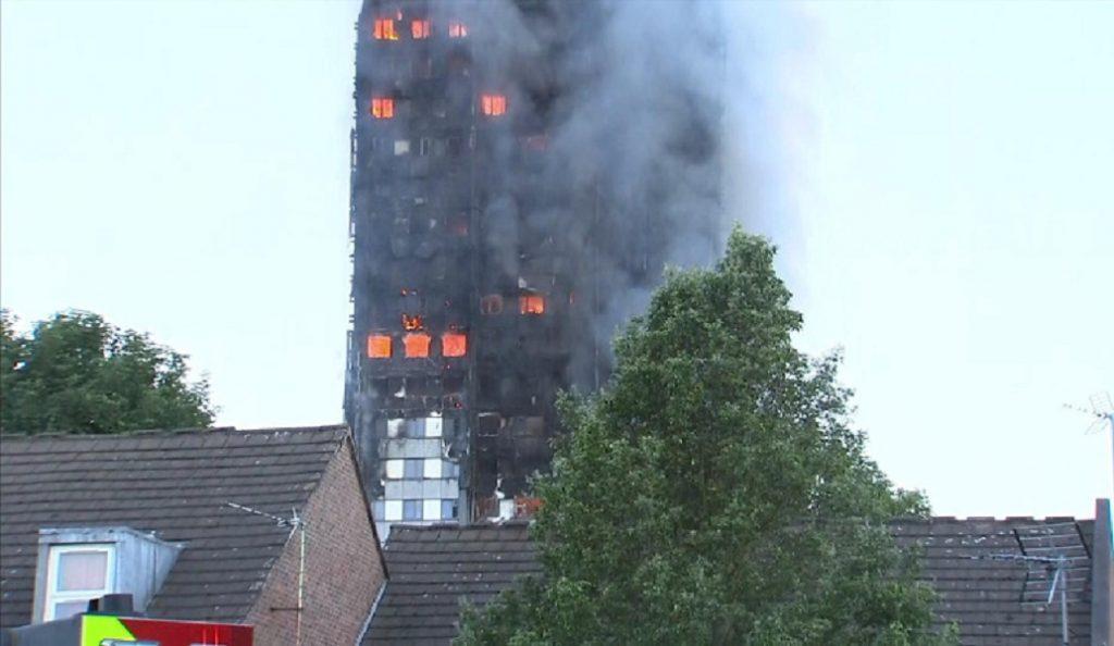 Βρετανία: Εκκενώθηκαν πέντε πολυκατοικίες στο Λονδίνο λόγω κινδύνου πυρκαγιάς | Pagenews.gr