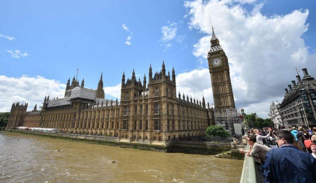 Λονδίνο: Συναγερμός πυρκαγιάς χτύπησε στο Κοινοβούλιο   Pagenews.gr