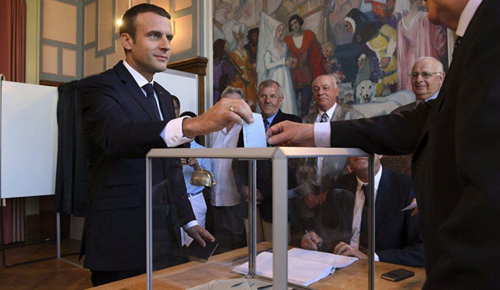 Γαλλία: Εν αναμονή της ιστορικής νίκης του Μακρόν – Οι τελευταίες εκτιμήσεις του δίνουν έως και 470 έδρες – Ψηλά η αποχή (pics) | Pagenews.gr