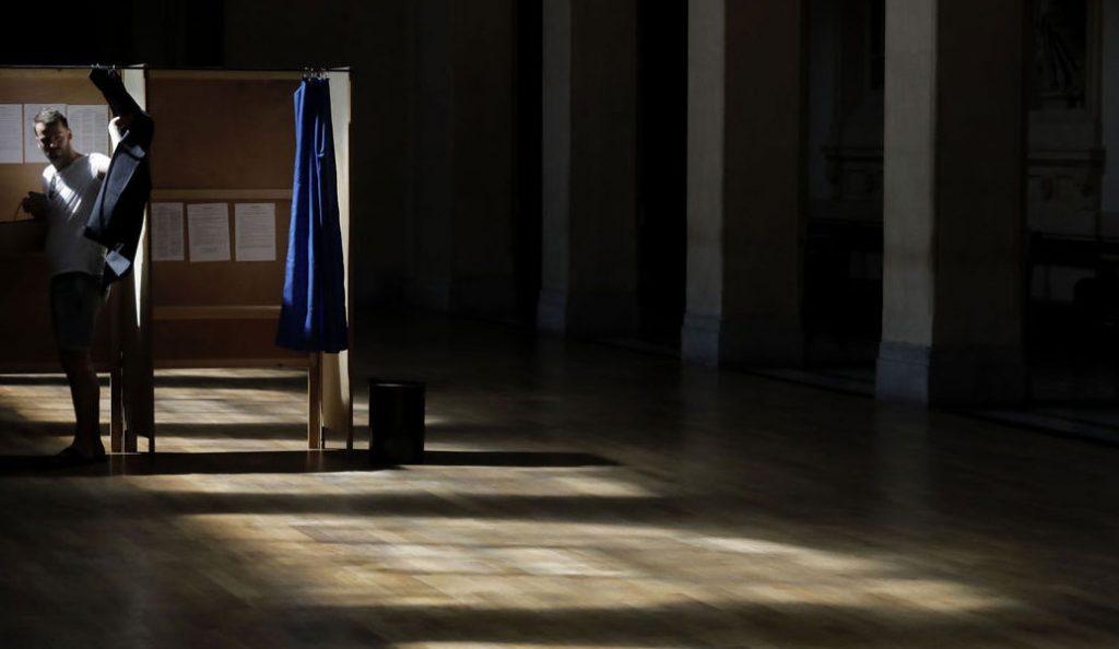 Γαλλία: Στο ιστορικό ρεκόρ του 57% έως 58% αναμένεται να φτάσει η αποχή | Pagenews.gr