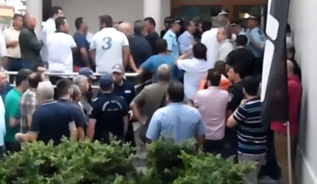 Βέροια: Διαμαρτυρία αγροτών για την εφαρμοζόμενη πολιτική – «Άλλα μας έλεγε ο υπουργός στα μπλόκα» (vid) | Pagenews.gr