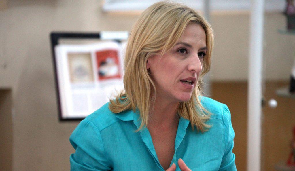 Ρένα Δούρου: Υπέγραψε το σύμφωνο για την προστασία των παιδιών από σεξουαλική κακοποίηση | Pagenews.gr