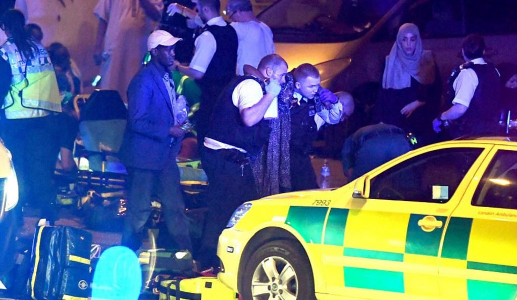 Επίθεση Λονδίνο: Πολίτες ακινητοποιούν τον οδηγό του βαν (pics & vids) | Pagenews.gr
